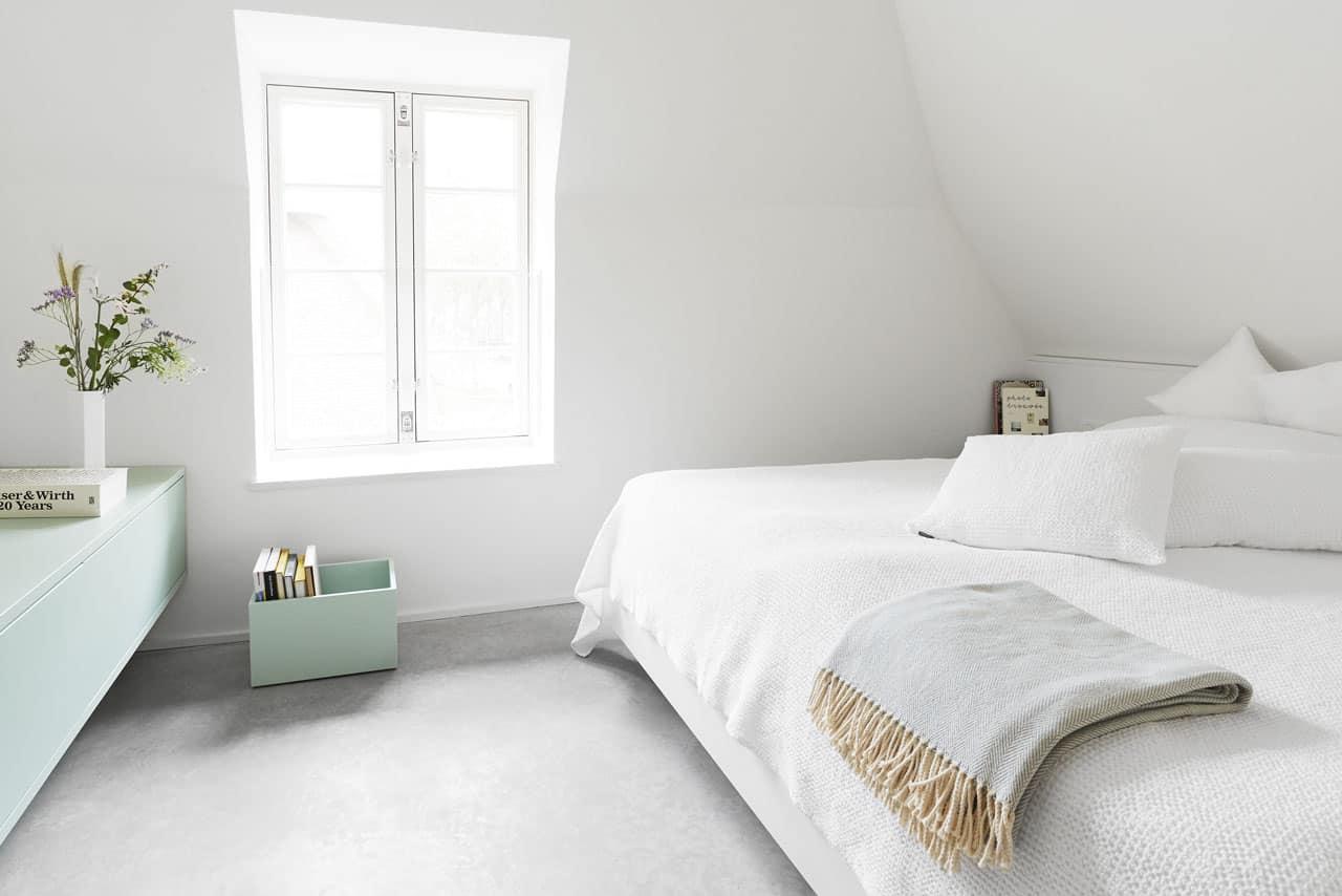 Ferienhaus-Steuermann-Ost-Schlafzimmer-mit-Doppelbett-im-Obergeschoss