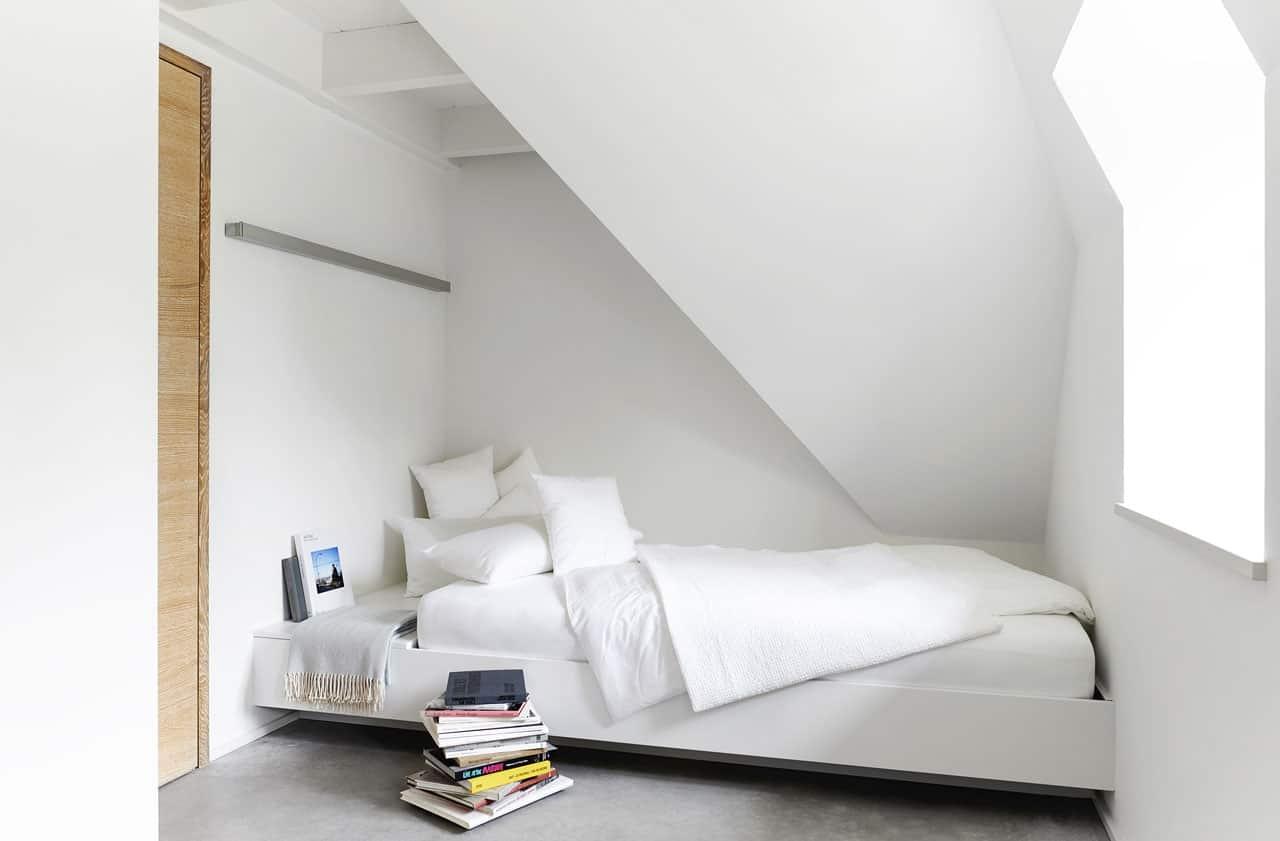 Ferienhaus-Steuermann-Ost-Schlafzimmer-mit-zwei-Einzelbetten-im-Obergeschoss-1