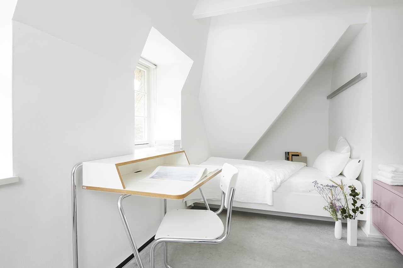 Ferienhaus-Steuermann-Ost-Schlafzimmer-mit-zwei-Einzelbetten-im-Obergeschoss-2