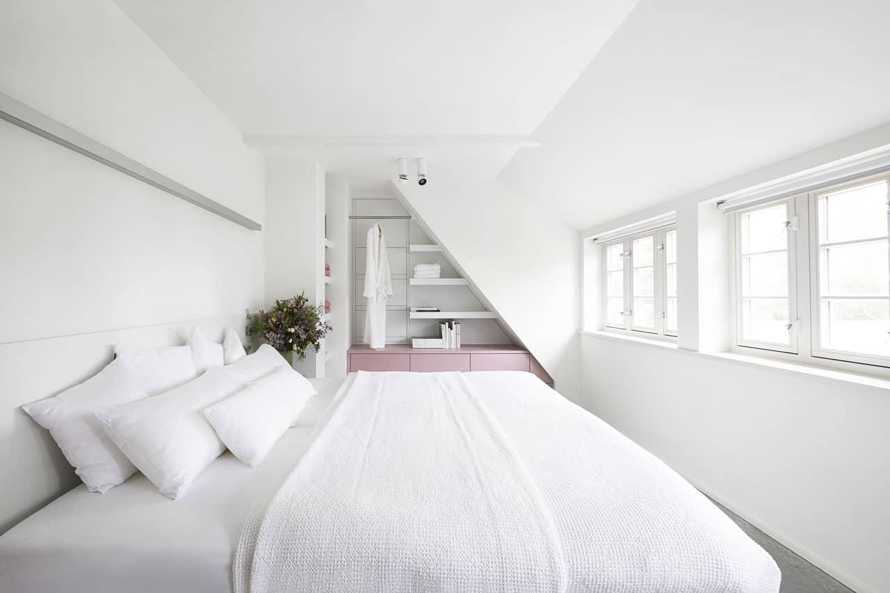 Ferienhaus-Steuermann-West-Schlafzimmer-mit-Doppelbett-im-Obergeschoss