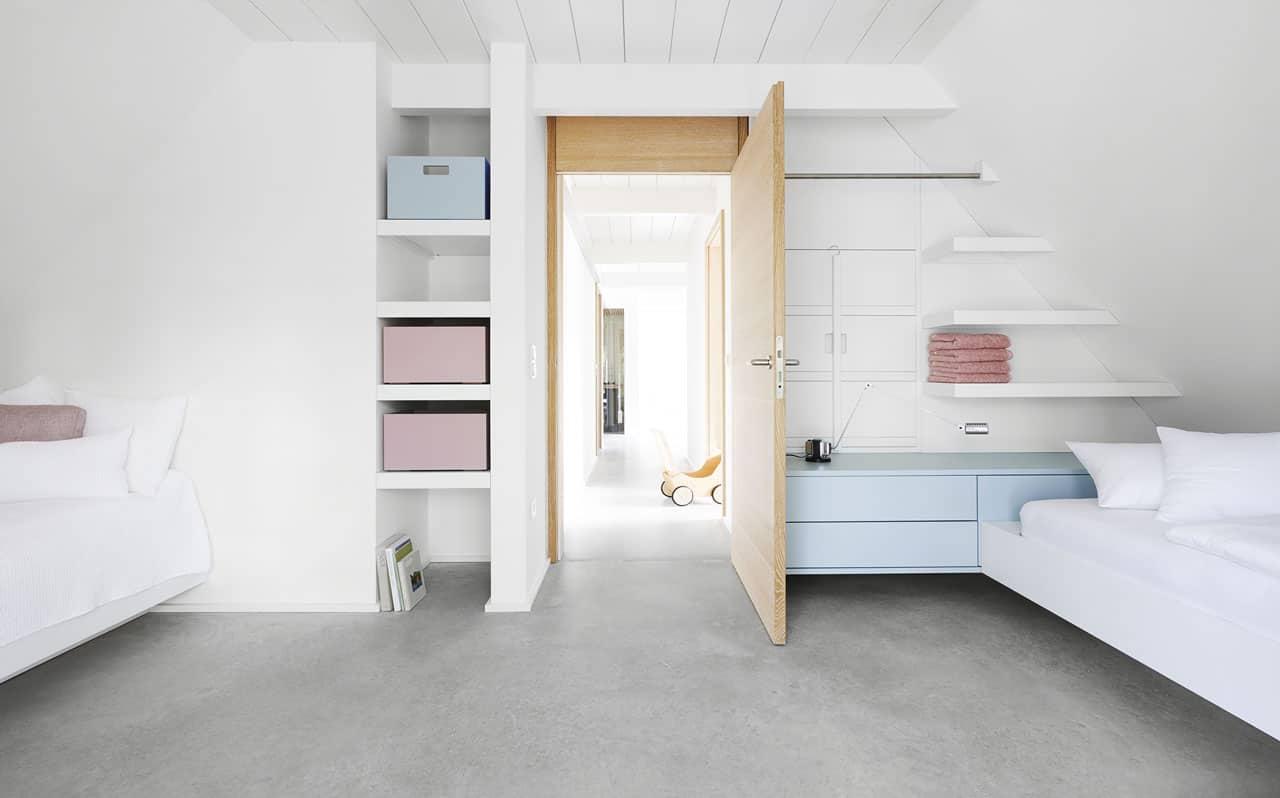 Ferienhaus-Steuermann-West-Schlafzimmer-mit-zwei-Einzelbetten