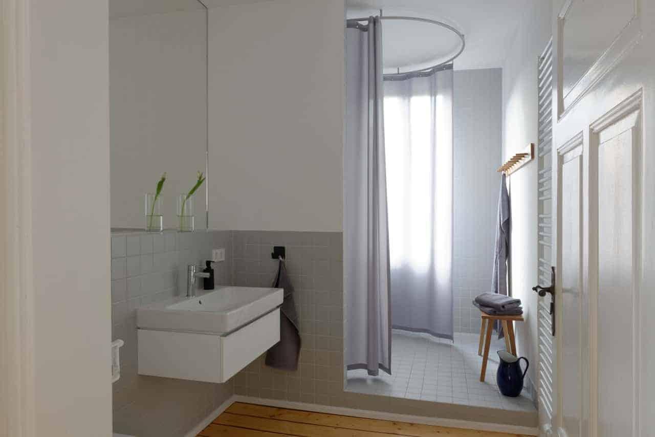 URLAUBSARCHITEKTUR__das_Birki__apartment_mountain_Bathroom__CREDIT_Fria_Hagen