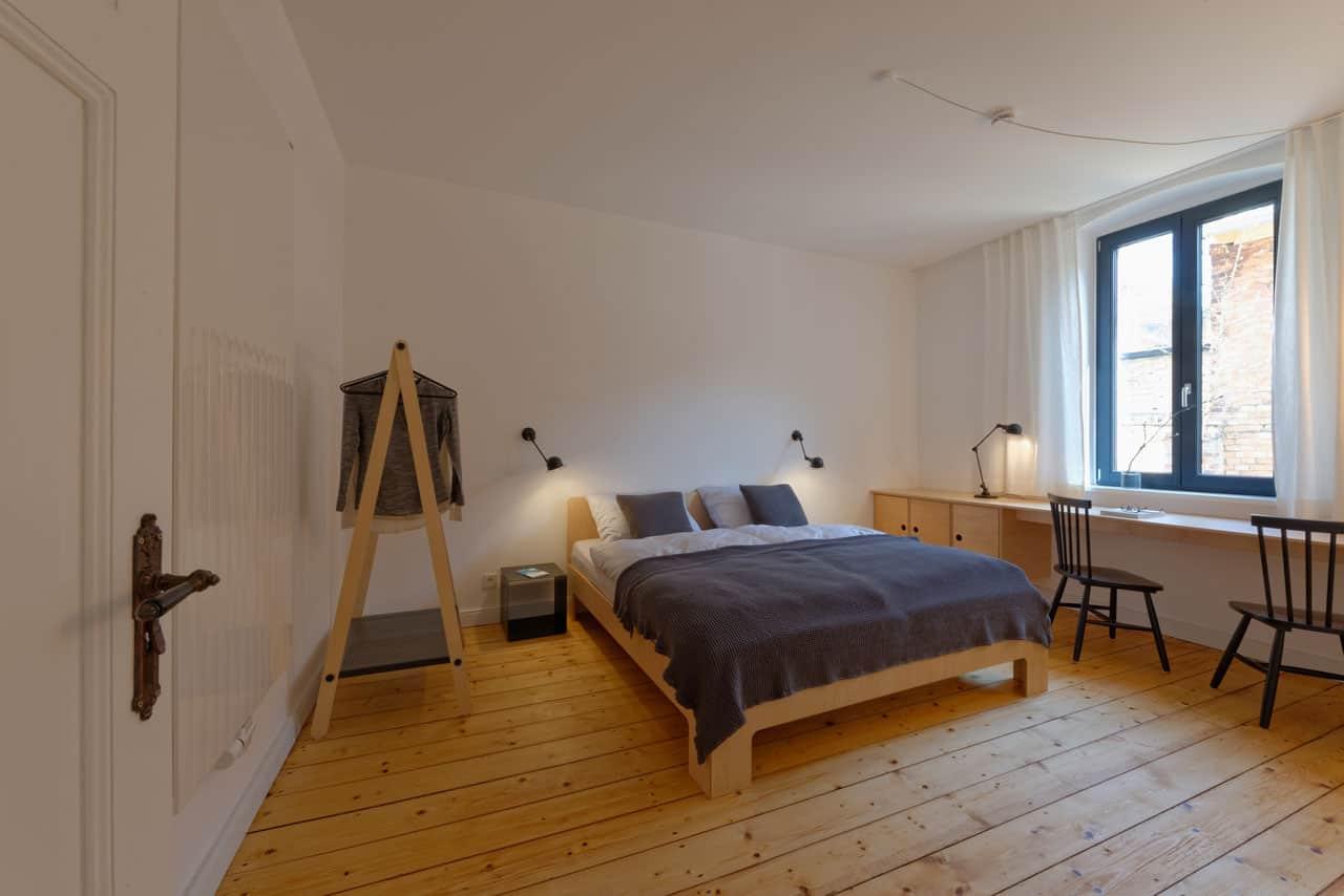 URLAUBSARCHITEKTUR__das_Birki__apartment_valley_Masterbedroom_001__CREDIT_Fria_Hagen